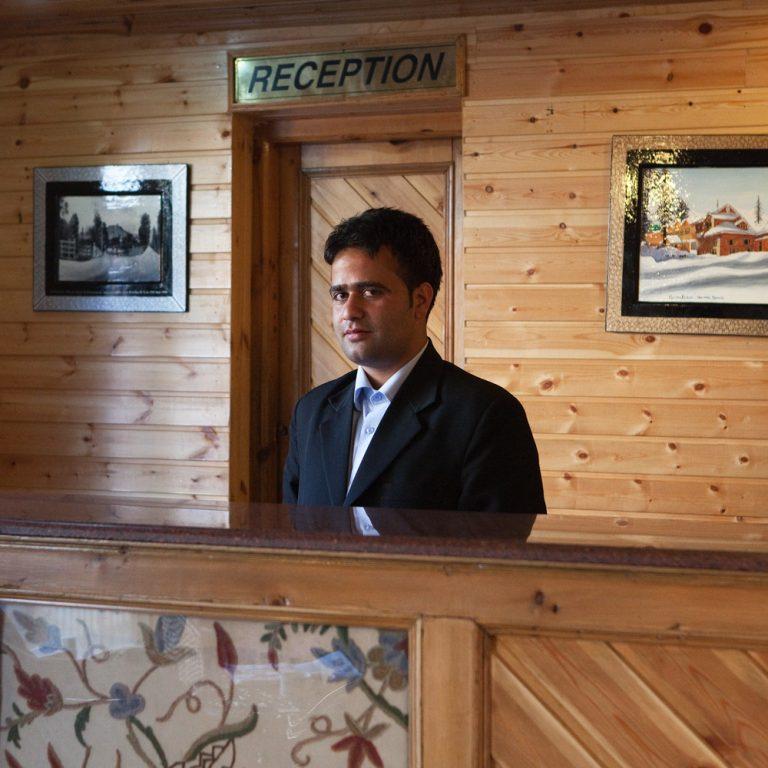 Shabir Ahmad, réceptionniste de l'hôtel Heevan Retreat