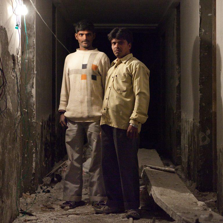 Ouvriers d'un hôtel en construction
